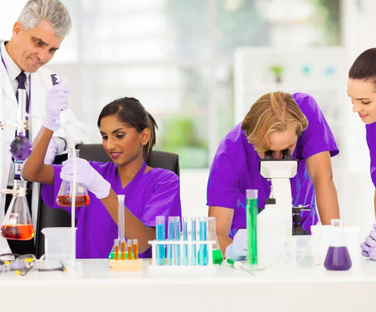Veterinary-Medicine-Students -with-Teacher-13